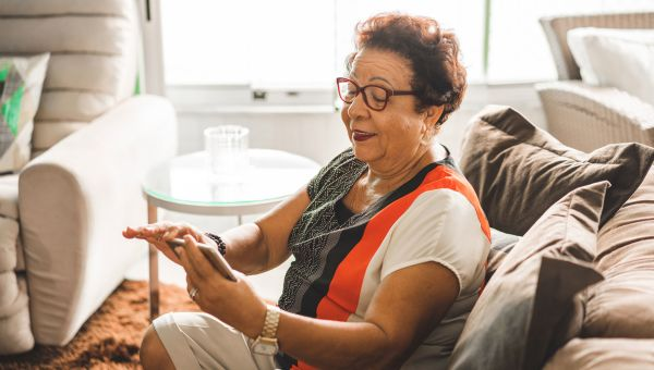 How to Stay in Touch With Older Loved Ones During the Pandemic