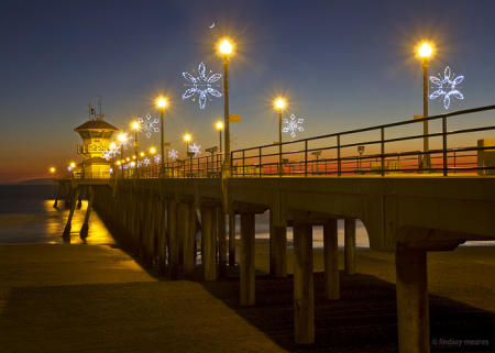 Watch snowflakes ceremoniously light up the Huntington Beach Pier at Light a Light of Love! (Photo courtesy of LNMeares / Flickr)