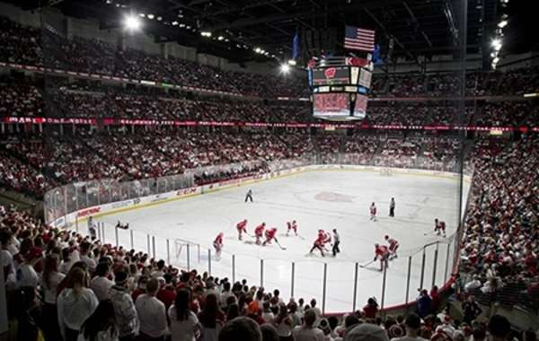 UW Men's Hockey vs. University of Michigan