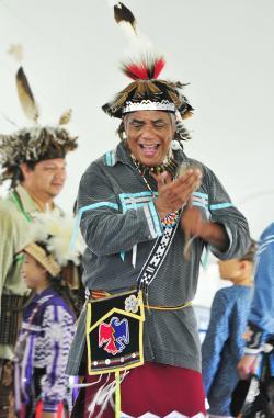 2015-finger-lakes-ganondagan-native-american-dance-and-festival-dancing