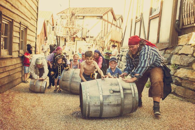 Rolling barrels in Abra Havn