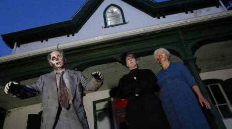 HAUNTED ATTRACTIONS - LULU'S HOUSE OF HORRORS