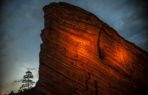 red-rocks-amphitheatre-rock-sunset