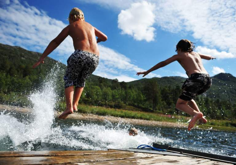 Jump into the water in Setesdal