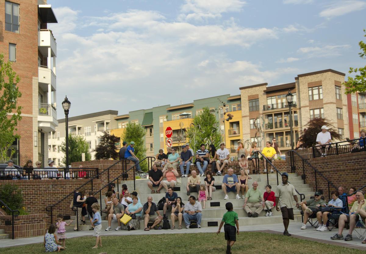 Biltmore park shopping asheville nc 39 s official travel site for Asheville arts and crafts biltmore village