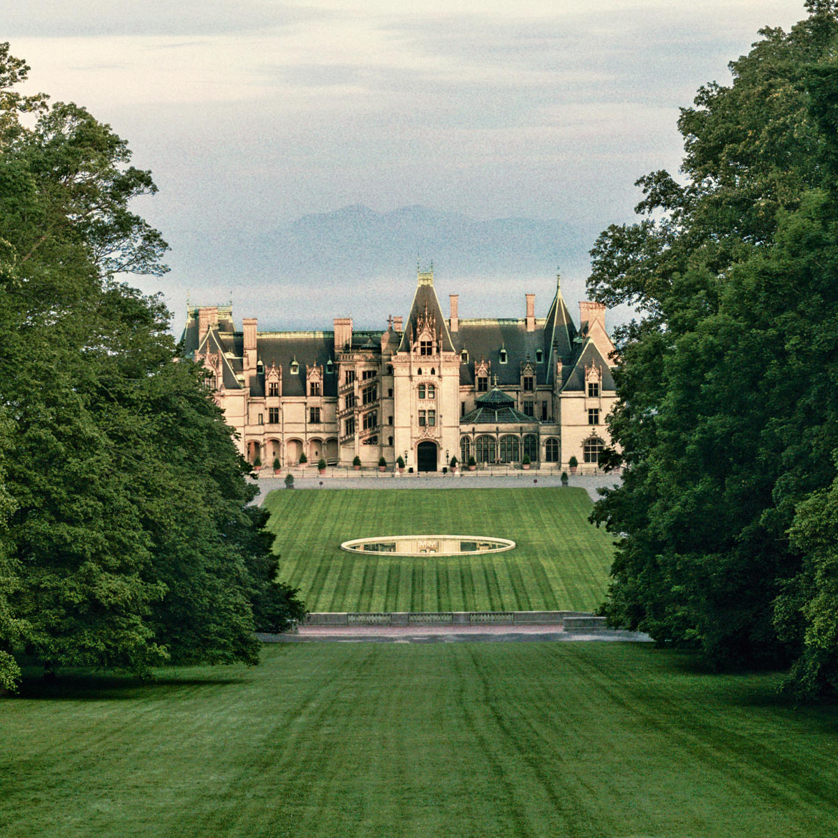 Historic attractions asheville nc 39 s official travel site for Is biltmore estate haunted