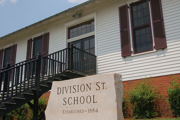 images_attractions_division-street-school