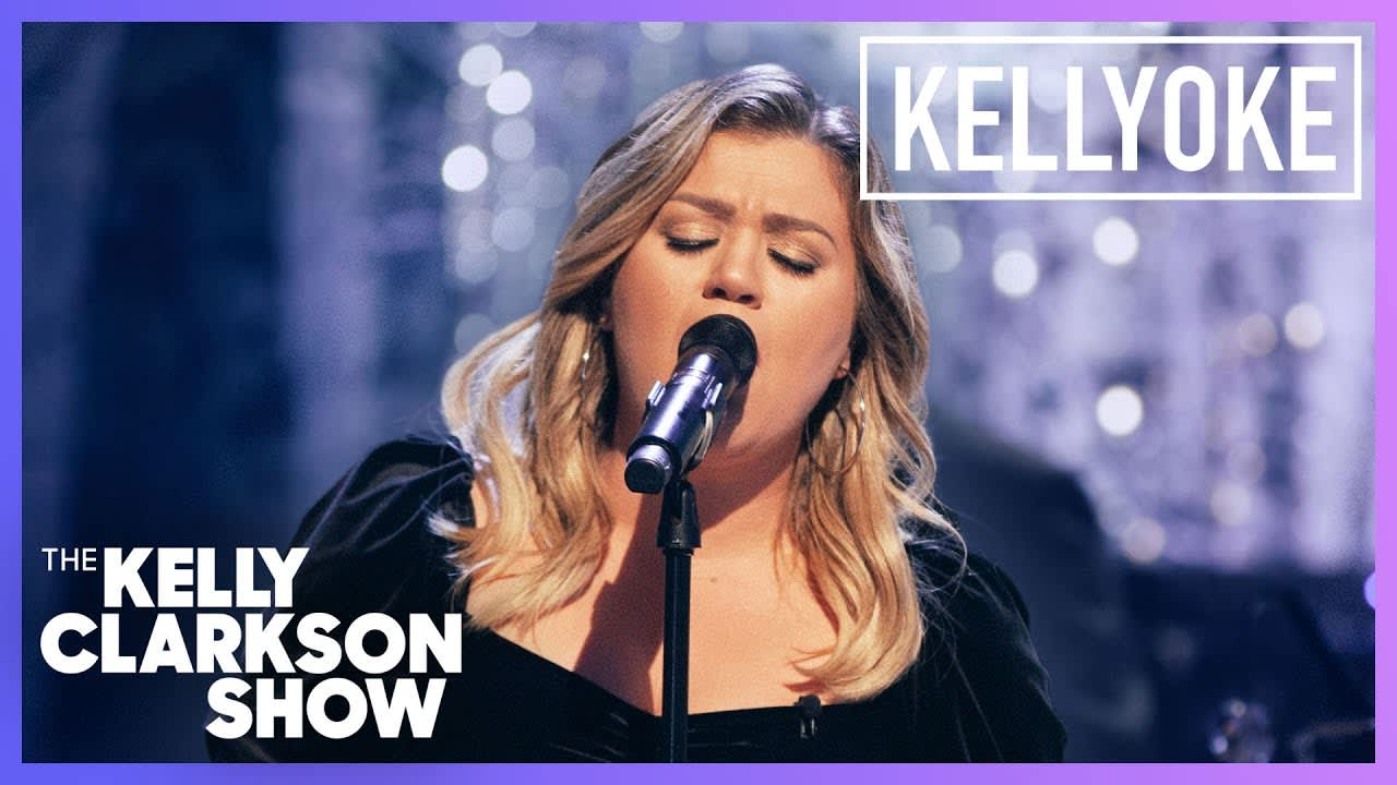 """Kelly Clarkson performs """"All I Want For Christmas Is You"""" on her talk show"""