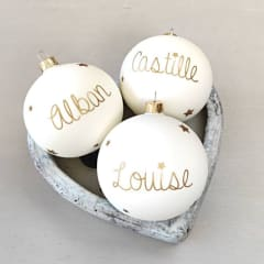 White Christmas baubles with names in GOLD