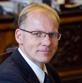 Dr Peter Darak