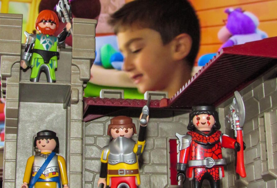 Boys Toys Show : Toys for girls and boys show gender stereotypes at play