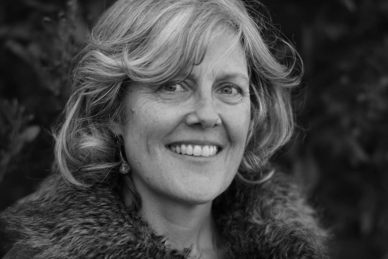 Dr Carolyn Johnston