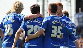 Ayuda a construir una casa para las formativas del Portsmouth FC