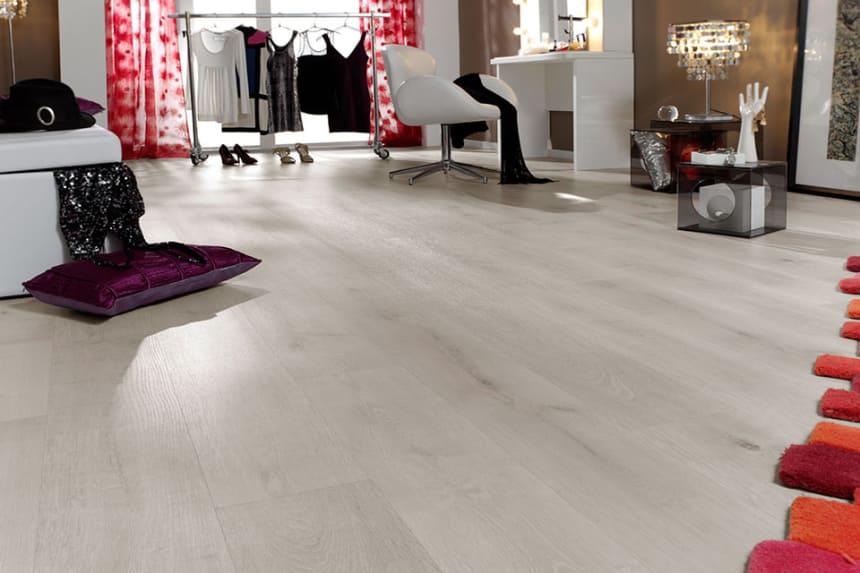Calcic Light White Oak Laminate Flooring 8mm By 189mm By 1200mm
