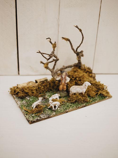 Pastore con pecore per decorare il tuo presepe.