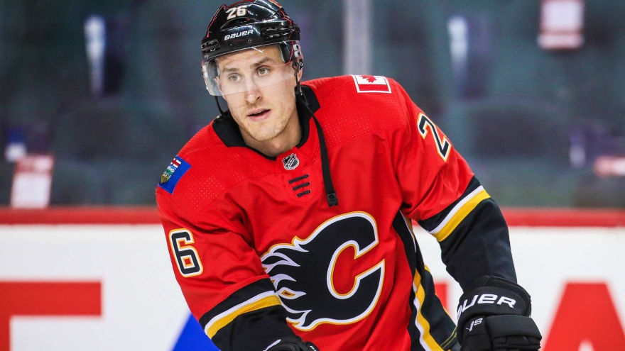Calgary Flames surprisingly sign Michael Stone to one-year deal