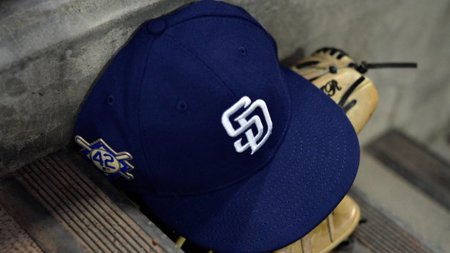 Padres considering 'four to five' candidates for manager