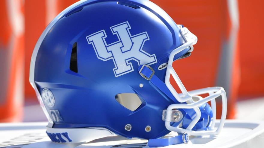 Watch: Kentucky's Ahmad Wagner makes miracle one-handed touchdown catch on tip drill