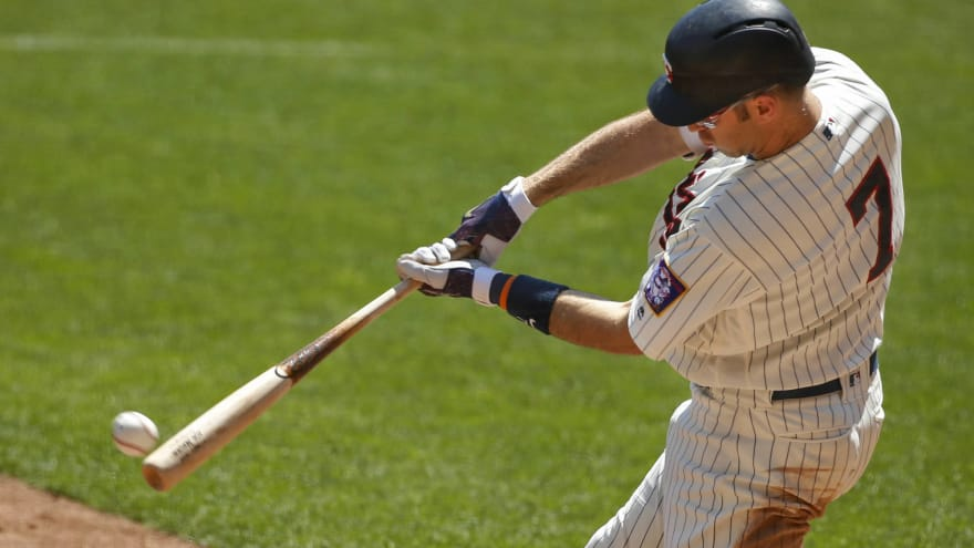 Joe Mauer day-to-day after hurting neck diving for foul ball