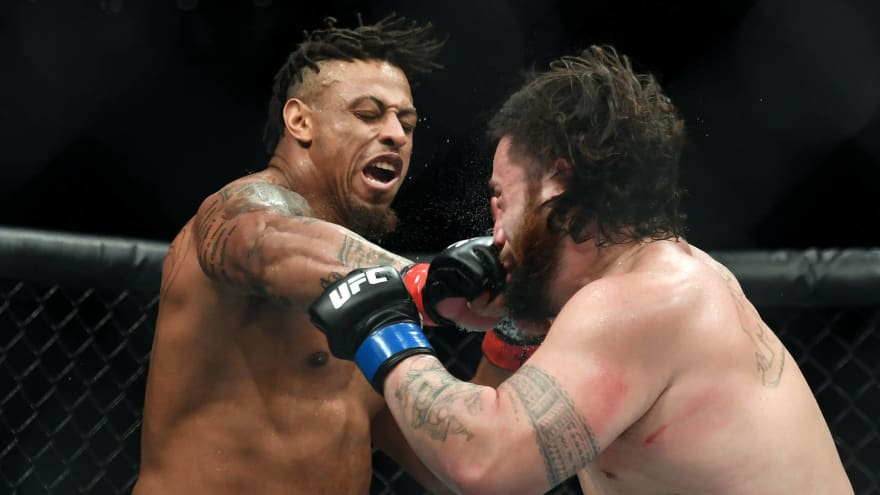 Watch: Greg Hardy asks for permission to use inhaler between rounds at UFC