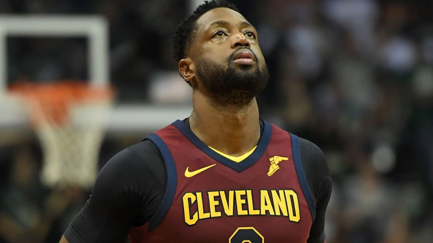 206ff52f1270 Dwyane Wade volunteers to come off bench for Cavs