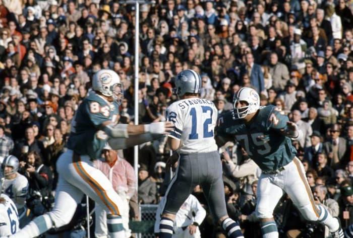 Roger Staubach, QB, Dallas Cowboys - Super Bowl VI